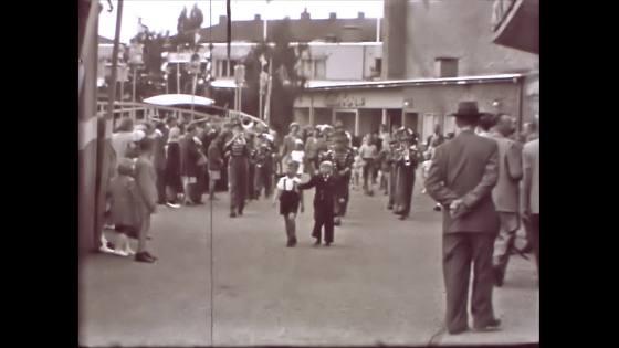 Orkester marscherar Folkets Park Malmö