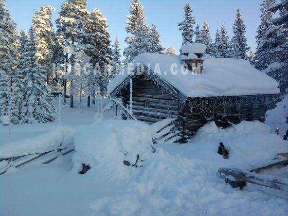 Stuga i snö