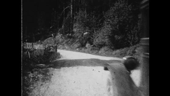 Par på biltur 1930-talet